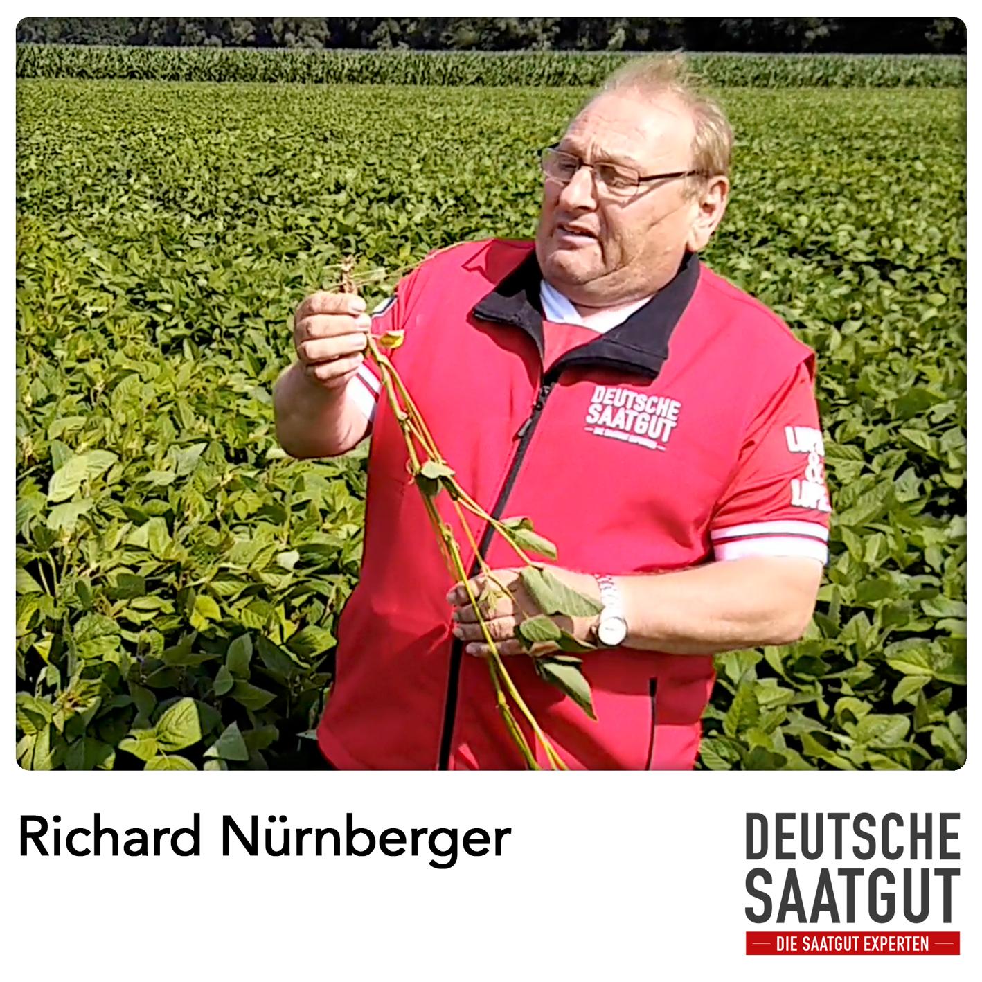 Richard Nürnbeger beim Soja-Exaktversuch in Tapfheim (Bayern)