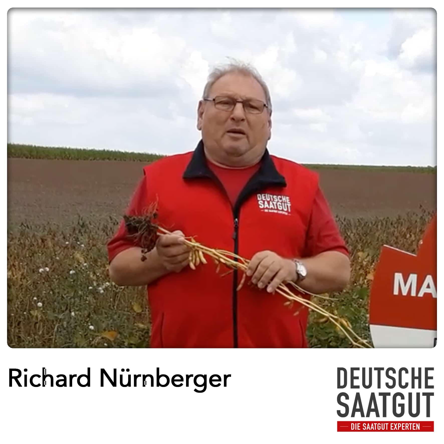 Richard Nürnberger beim Soja Exaktversuch in Dornhausen im LK Ansbach